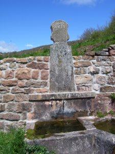 De nuevo vuelve a manar el agua en la Fuente Bajera.